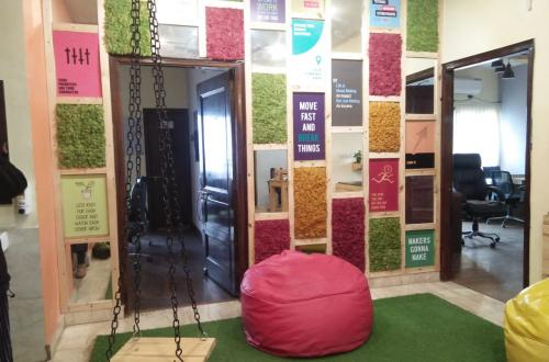 Coworking office available